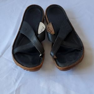 Bogs Todos brown leather sandals